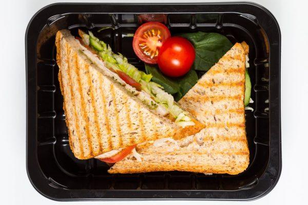Grillēta tītara un mango sendvičs ar pašu ceptu pilngraudu maizi